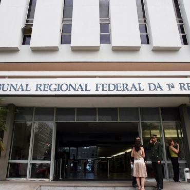 Vista do prédio do Tribunal Regional Federal, em Brasília (DF). (Brasília (DF). 18.10.2007.16h30. Foto de Alan Marques/Folhapress)